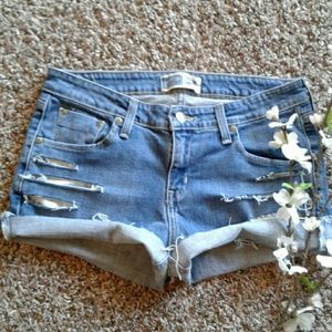 Levis sz 10 low rise Distress Jean Shorts